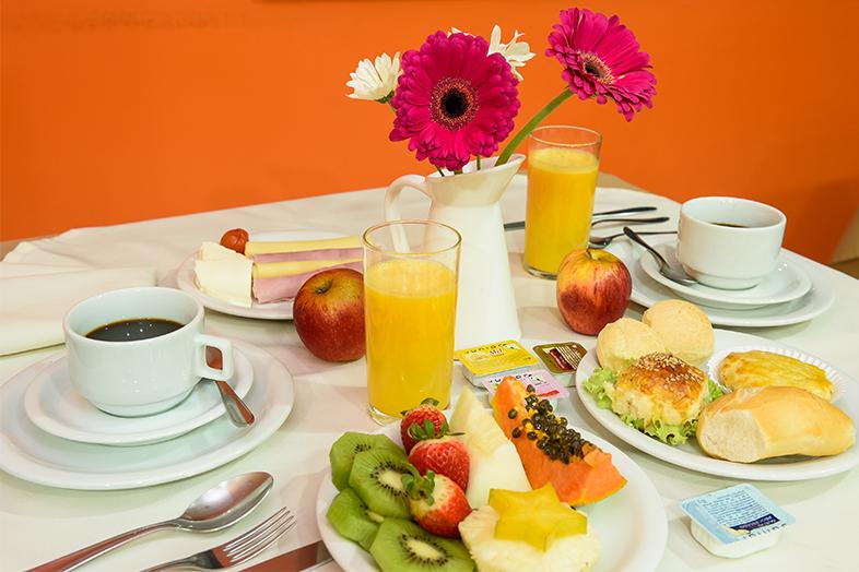 café da manhã hotel prisma plaza taubaté